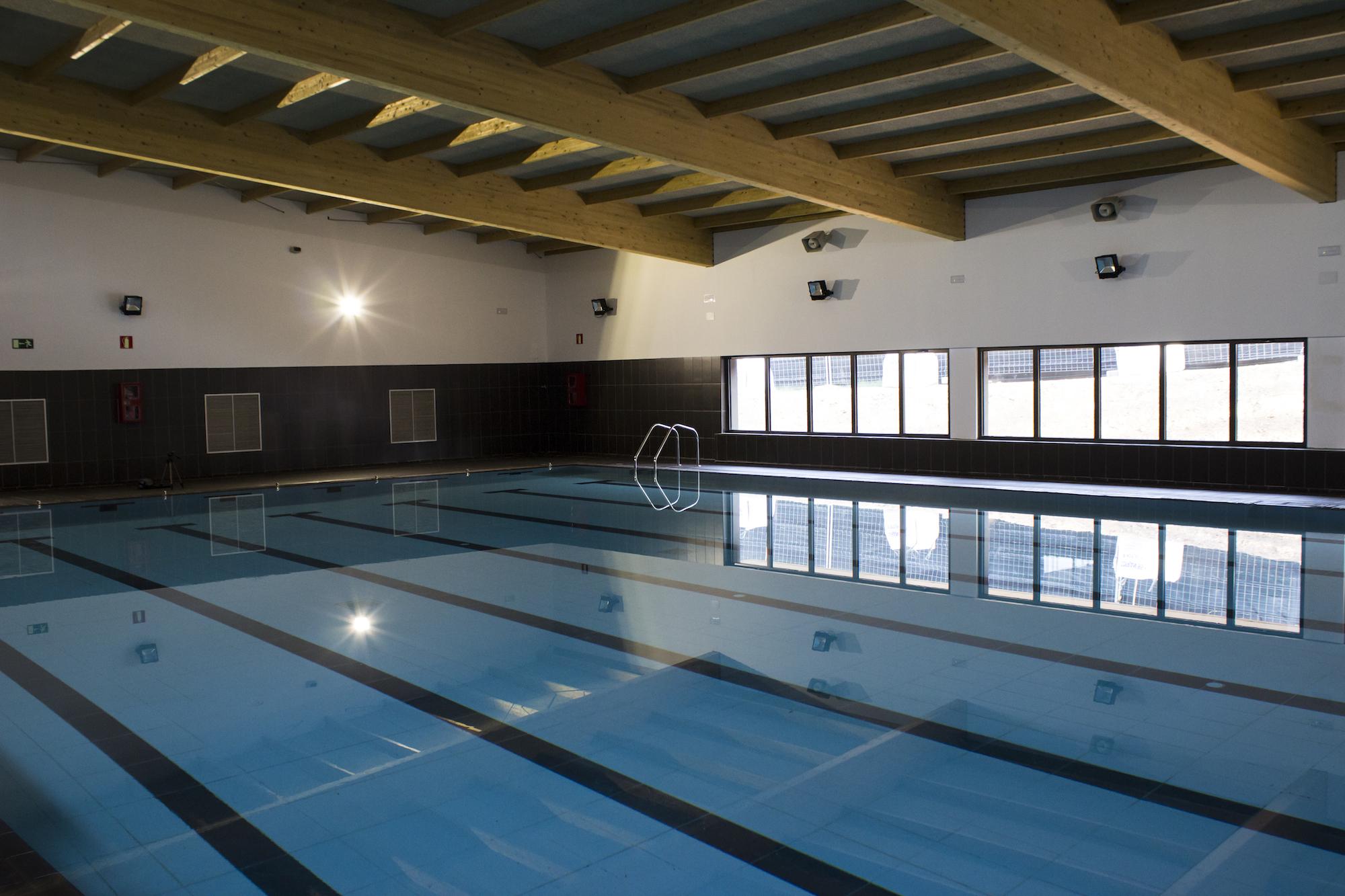Instalaciones y servicios de tennis salou h2o descubre nuestras modernas instalaciones - Gimnasio con piscina zaragoza ...